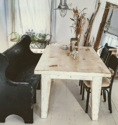 rustic-farmhouse-table